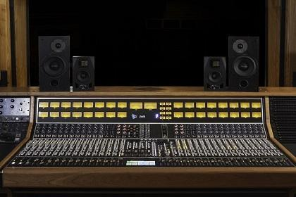 Why Do Studios Use Multiple Sets Of Monitors?